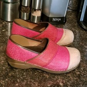 Sanita pink leather clogs sz 40